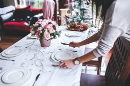 table-791149_640.jpg